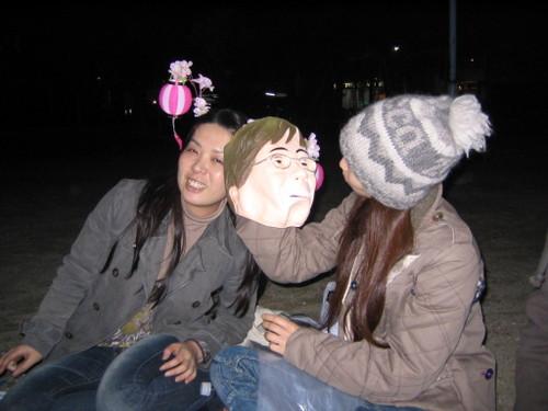 ヨン様で遊ぶユミと真由子